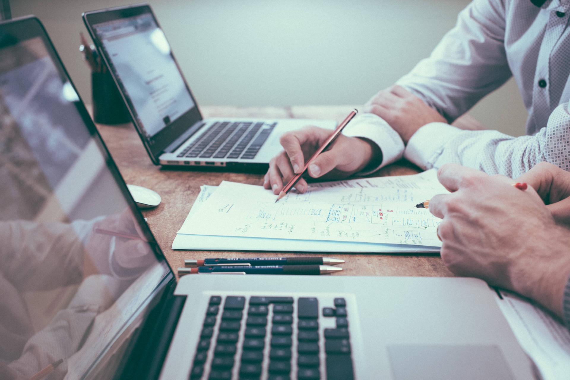営業の顧客・取引先管理をする3つの方法|管理方法を選ぶ際のポイントとは? | Senses Lab. | アイキャッチ画像