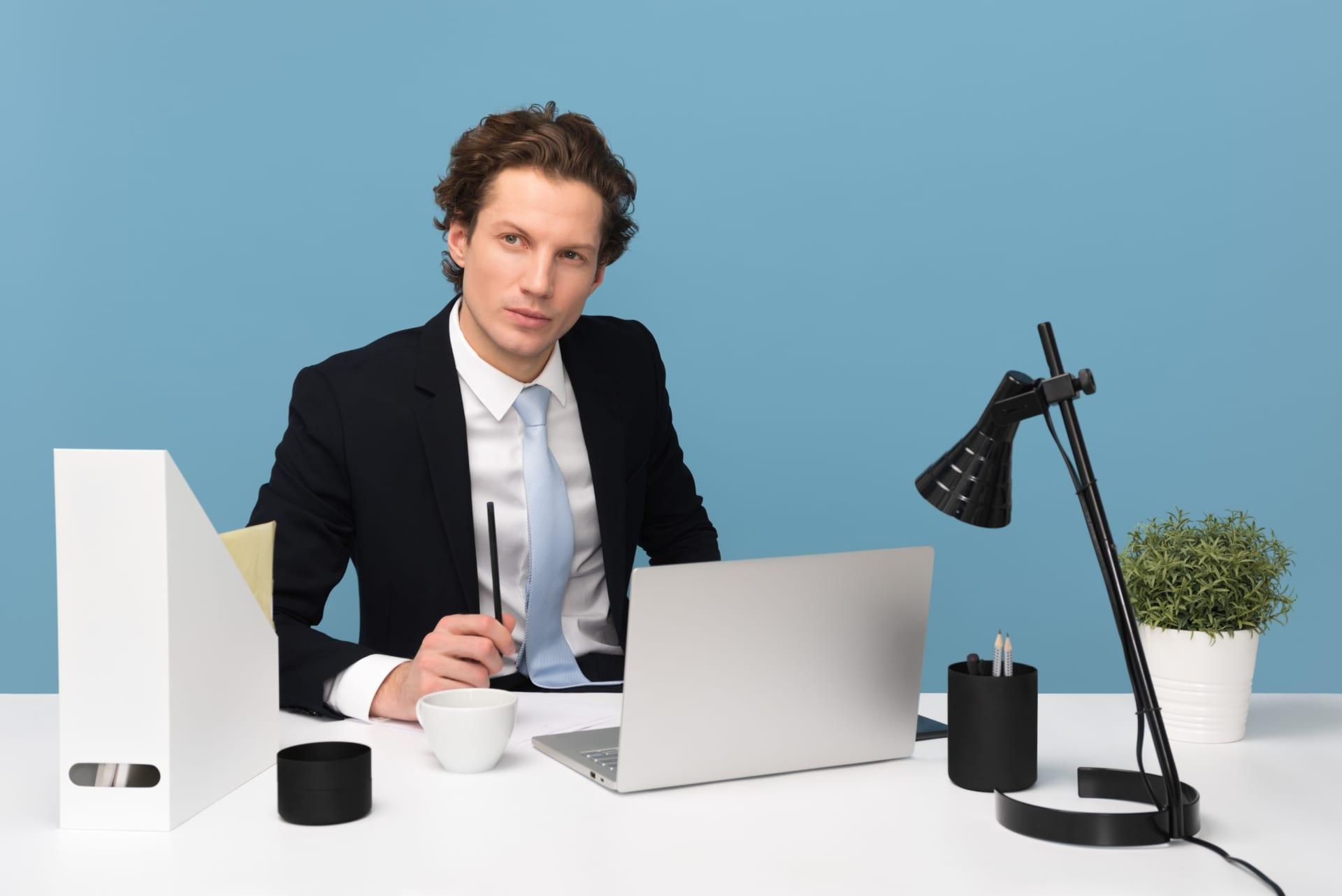 管理職に求められるスキルとは?能力を高めるための施策もご紹介 Senses lab. top