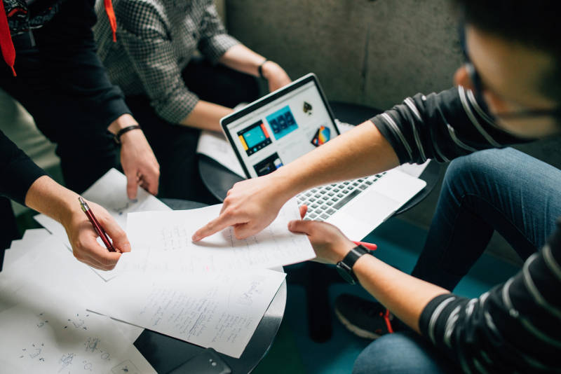 組織の課題を解決し、成果を向上させるための5つのマネジメント方法| Senses Lab. | 1
