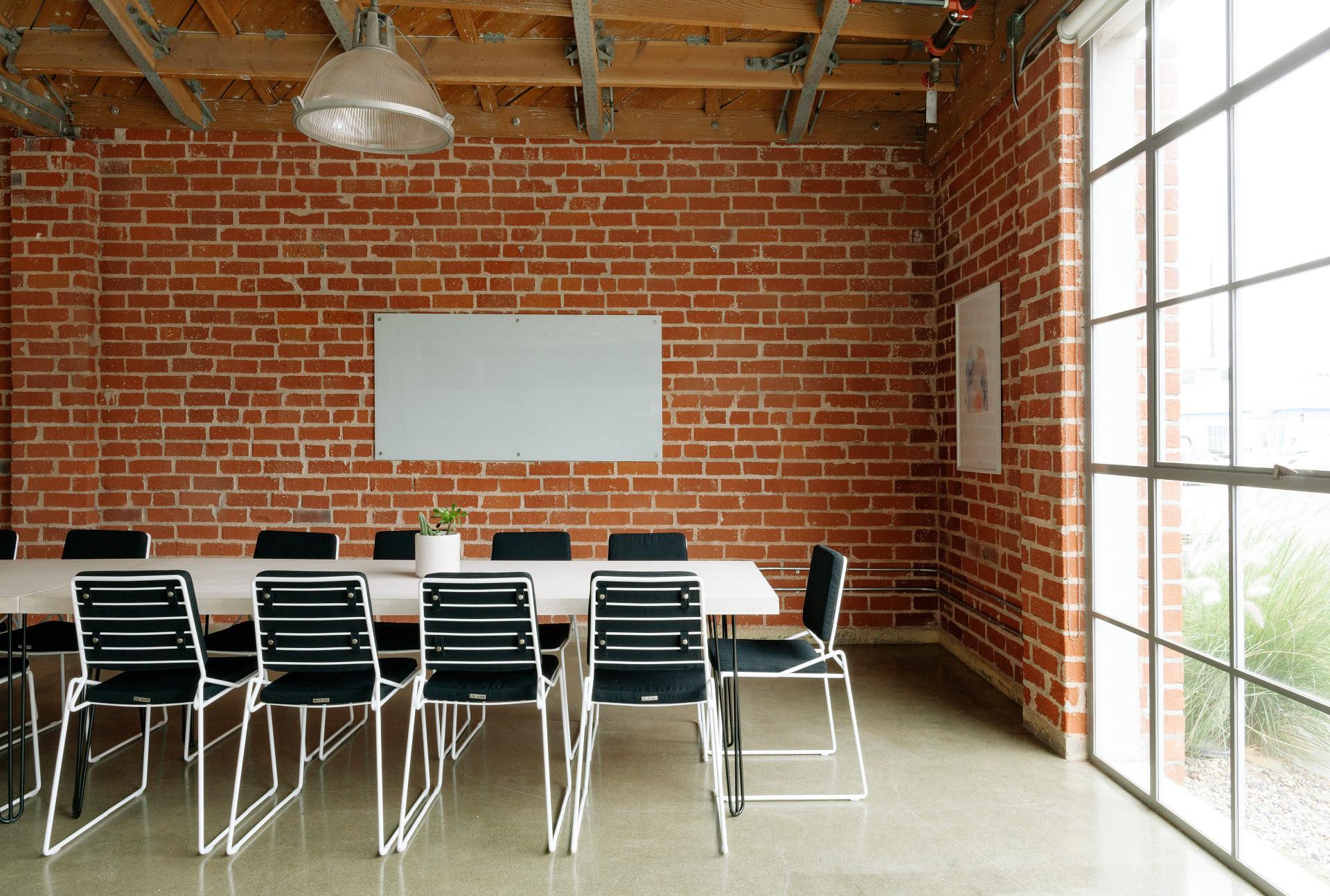 営業会議を効率化!営業会議の役割、効率的な進め方と議題例を紹介 | Senses Lab. | top