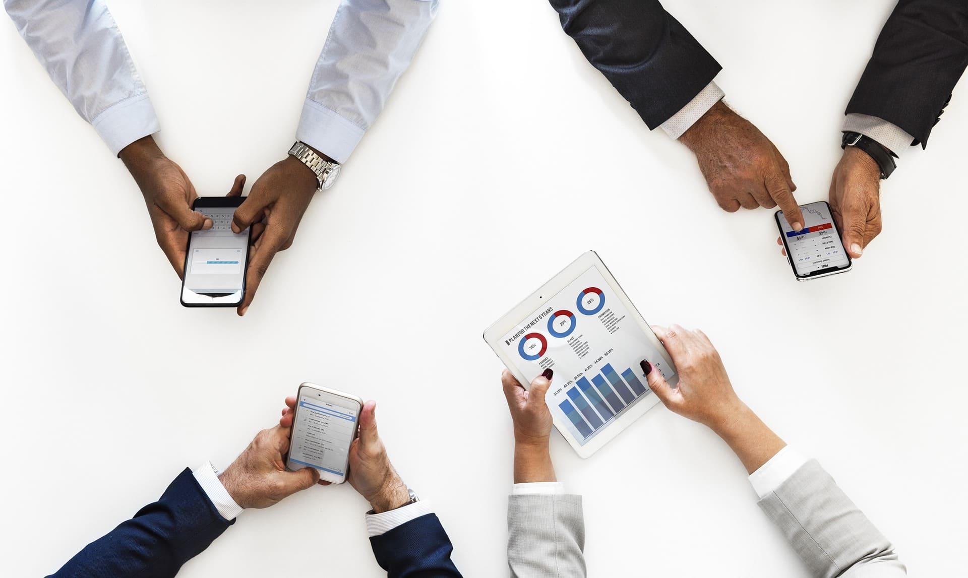 営業のデータドリブンを成功に導くツールとは?|購買プロセスの変化と対応策|Senses Lab.|top