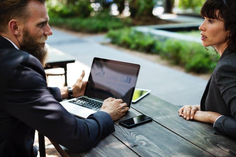 営業同行のポイントとは?|新人営業と営業マネージャーが意識すべきこと|Senses Lab.|1