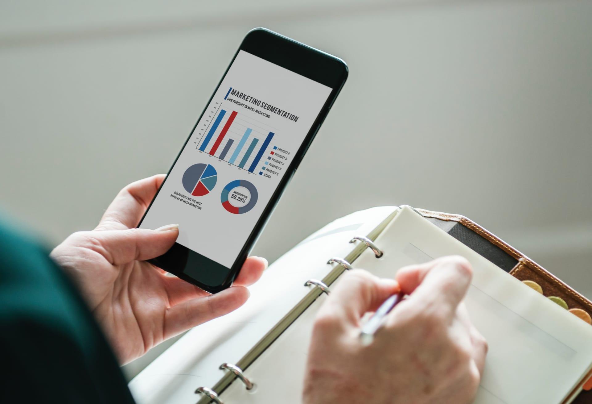 営業のスマホ活用メリット 営業活動での賢いアプリの利用法とは? Senses Lab. top