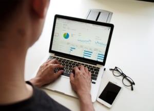CRMがマーケティングに必要な理由 有効活用のための3つの視点  Senses Lab. top