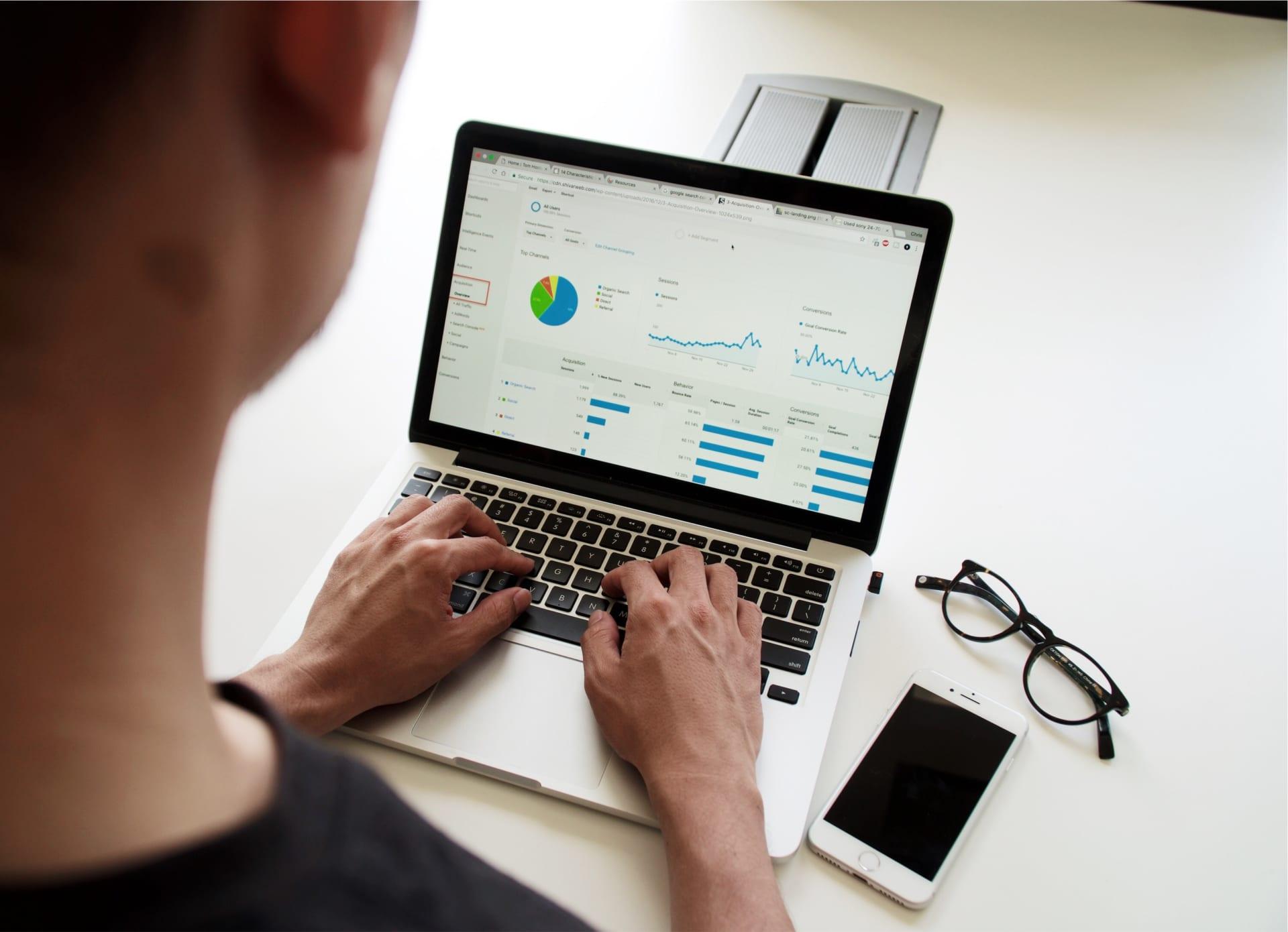 CRMがマーケティングに必要な理由|有効活用のための3つの視点||Senses Lab.|top