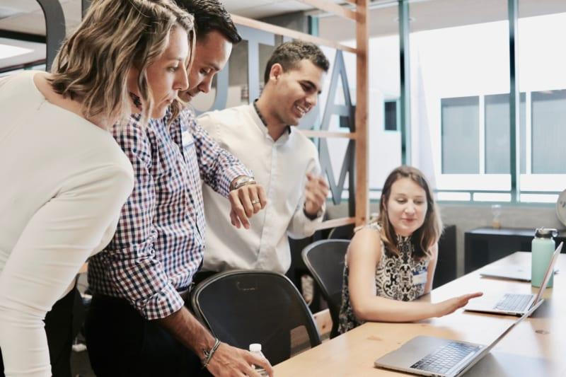 部下の褒め方の注意点|これからの営業メンバーの育て方とは? | Senses Lab. | 2